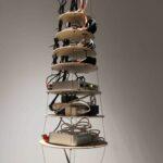 Détail : suspension qui contient l'ensemble de l'électronique de la pièce